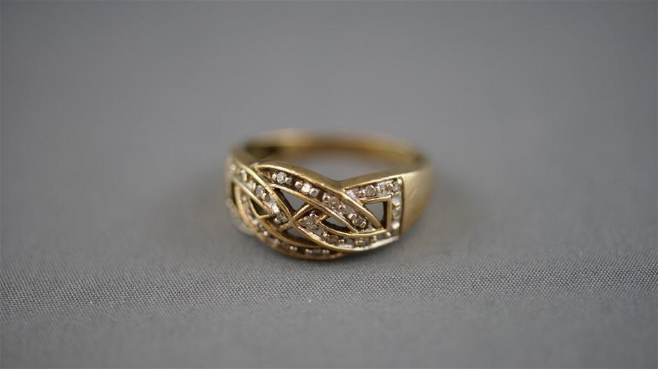 Stamped 9ct Yellow Gold/Diamond Set Dess Ring
