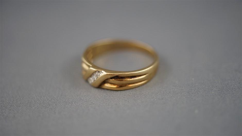 Stamped 9 Ct Yellow Gold/Diamond Set Signet Ring