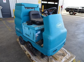 Tennant M7100 Ride On Scrubber