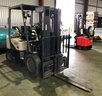 2004 Crown CG25E-3 4 Wheel Counter Balance Forklift