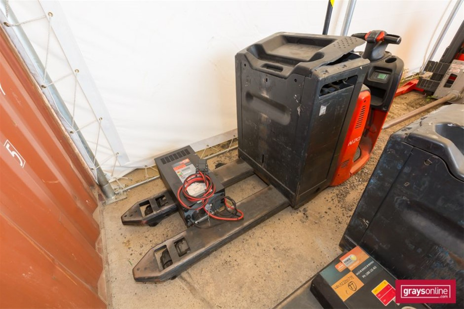2008 2.0 Tonne Linde N20HP Ride On Pallet Mover Year: 2008