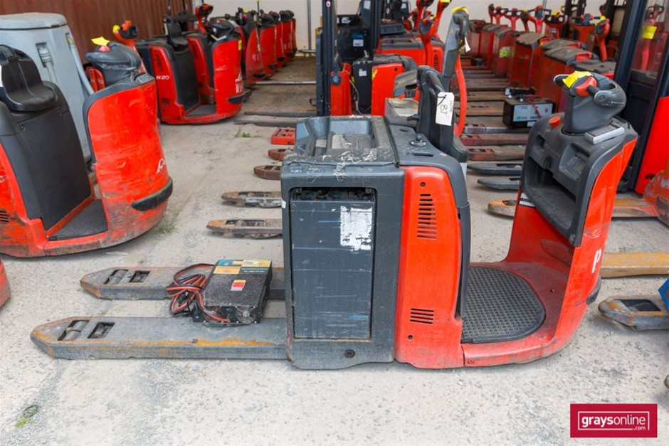 2009 2.0 Tonne Linde N20HP Ride On Pallet Mover Year: 2009