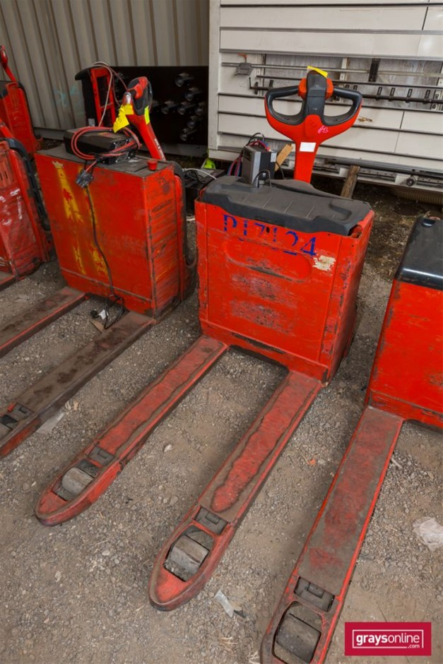 2012 1.6 Tonne Linde T16 Electric Pallet Truck Year: 2016