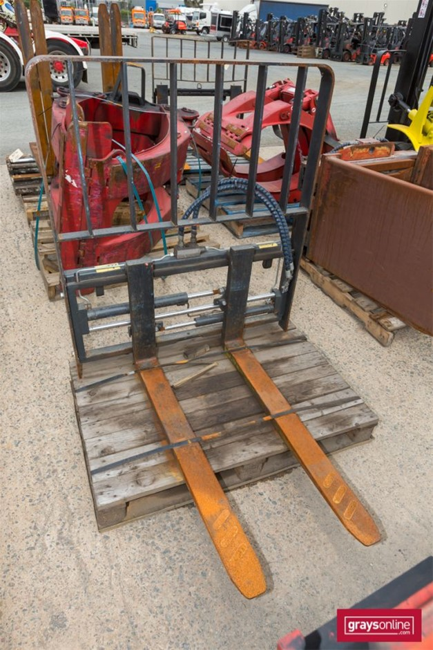 2004 Attollo Forklift Tyne with Frame Build Date: 2004 <l