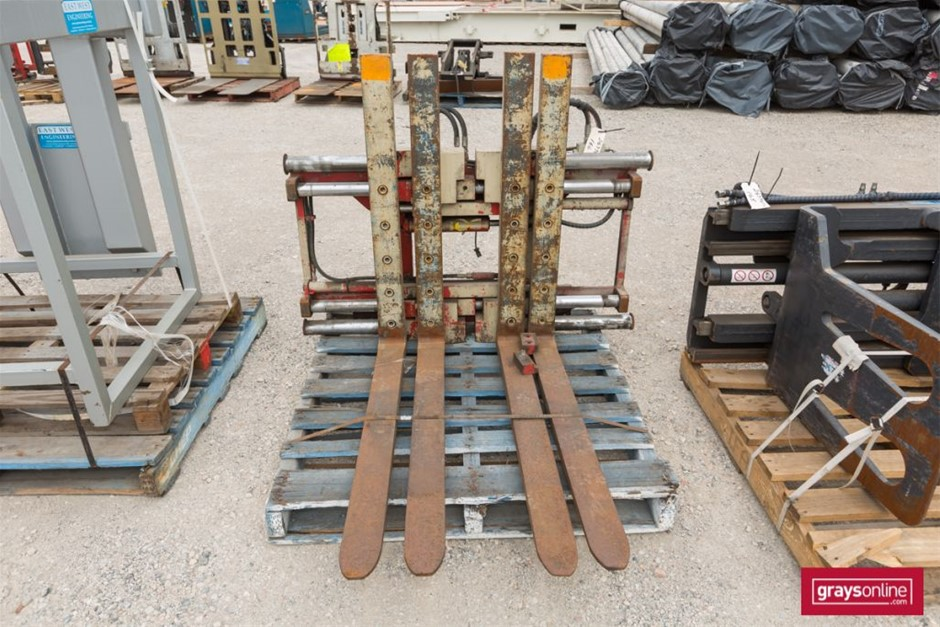 Twin Pallet Attachment Tyne size: (L)1140mm (W)100mm Damag