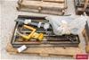 <b>Side Shift Parts</b> <li>Size: (W)1040mm (H)600mm <li>Damage: Top Fram