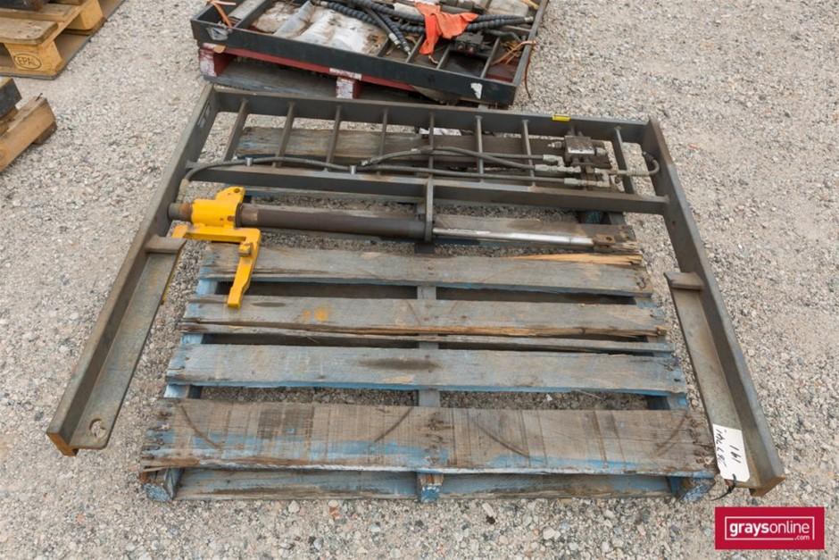 Sattach Forklift Frame Size: (W)1410mm (H)1190mm Damage: S