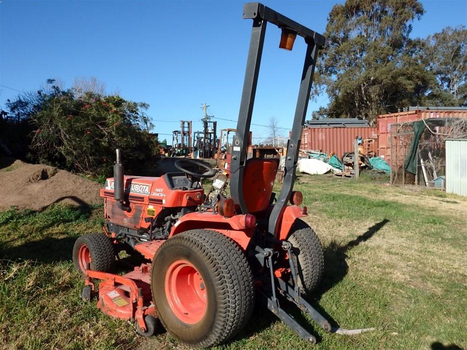 Kubota B1750 HST Tractor