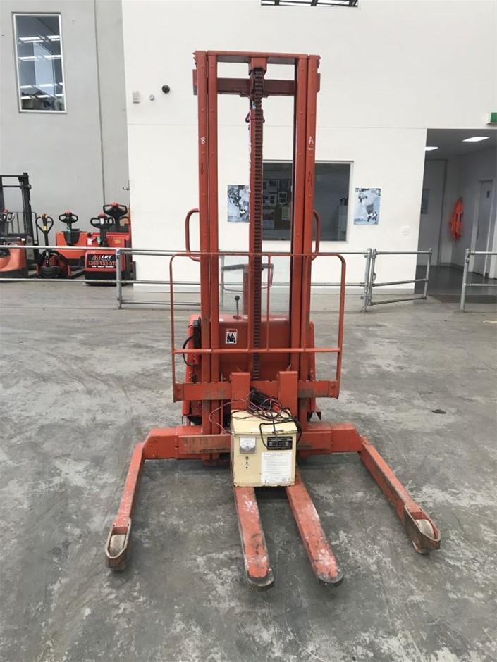 BT 1000 Electric Pallet Lifter