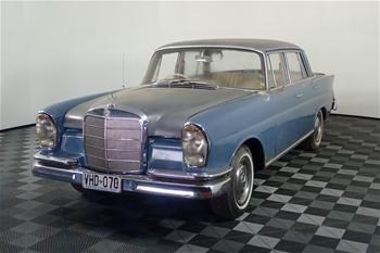 1960 Mercedes Benz 220SB Manual Sedan