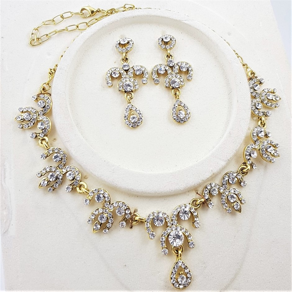 Gold Tone Crystal Necklace & Earrings Set.