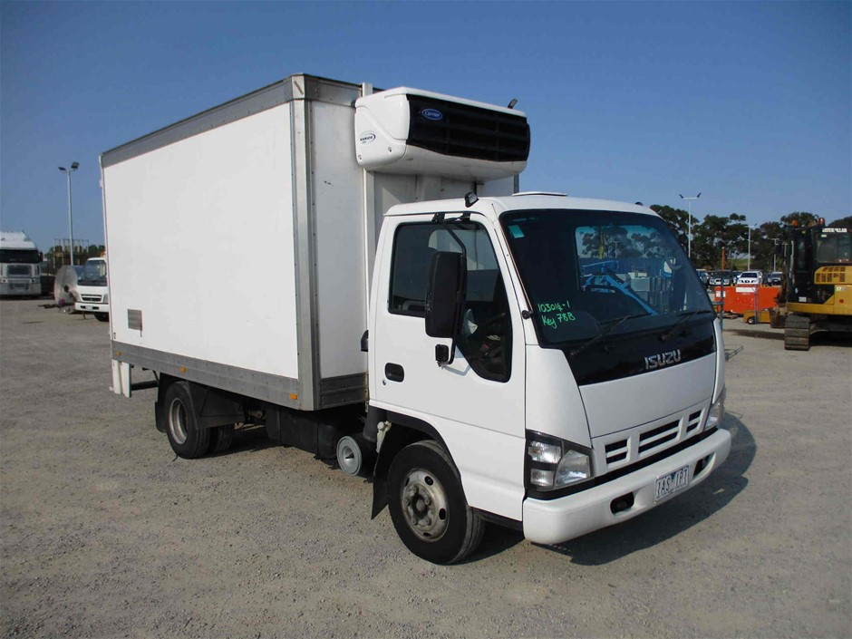 2006 Isuzu NPR 4 x 2 Refrigerated Body Truck