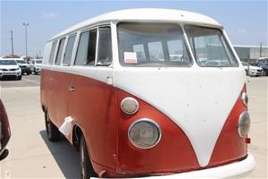 1966 Volkswagen Kombi Split Screen Bus