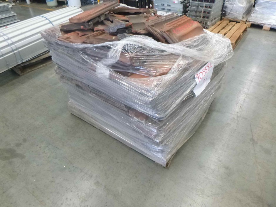 1 x Pallet of Red/Black Roof Tiles
