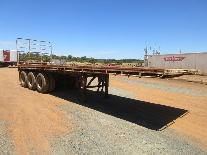 1990 Boomerang 33Ft Triaxle Flat Top Trailer