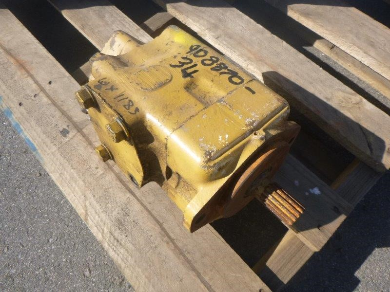 Caterpillar 657 Steering Pump