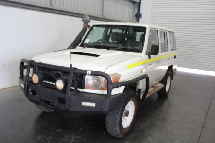 5/2012 Toyota Landcruiser VDJ76R Workmate T/Diesel 5spd 4WD S/Wagon