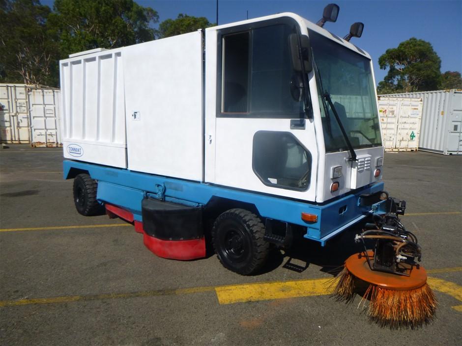 Tennant 830-II Factory and Workshop Sweeper Self Propelled Dust Vacuum