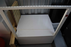 White laminate display platform with whi