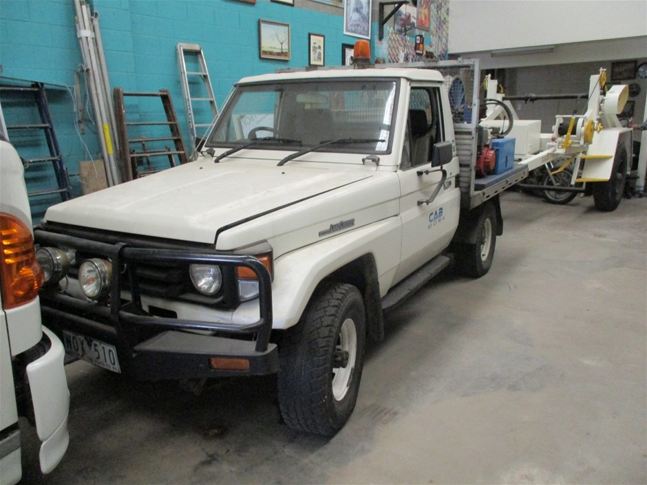 1986 Toyota LandCruiser with Fibre Optic Cable Winch