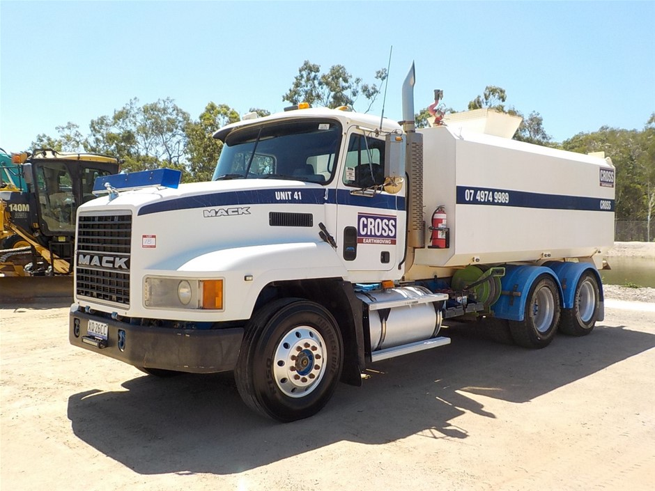 2002 Mack CH Valueliner 6 x 4 Water Truck