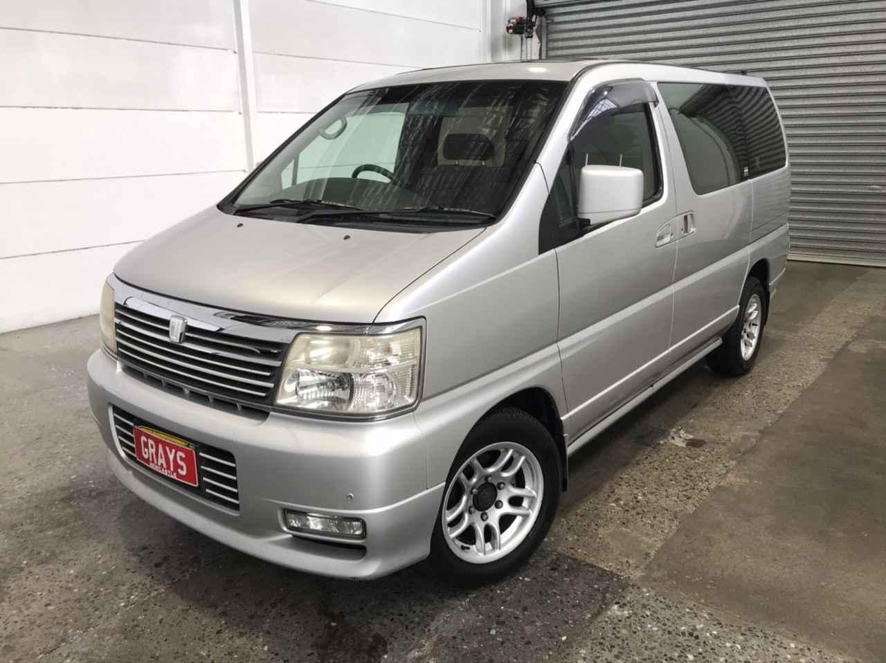 2001 Nissan Elgrand Automatic 8 Seats People Mover