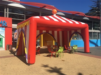 Inflatable tent 7 x 5m