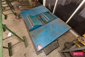 Flat Bed Vehicular Hoist, Make: Formula