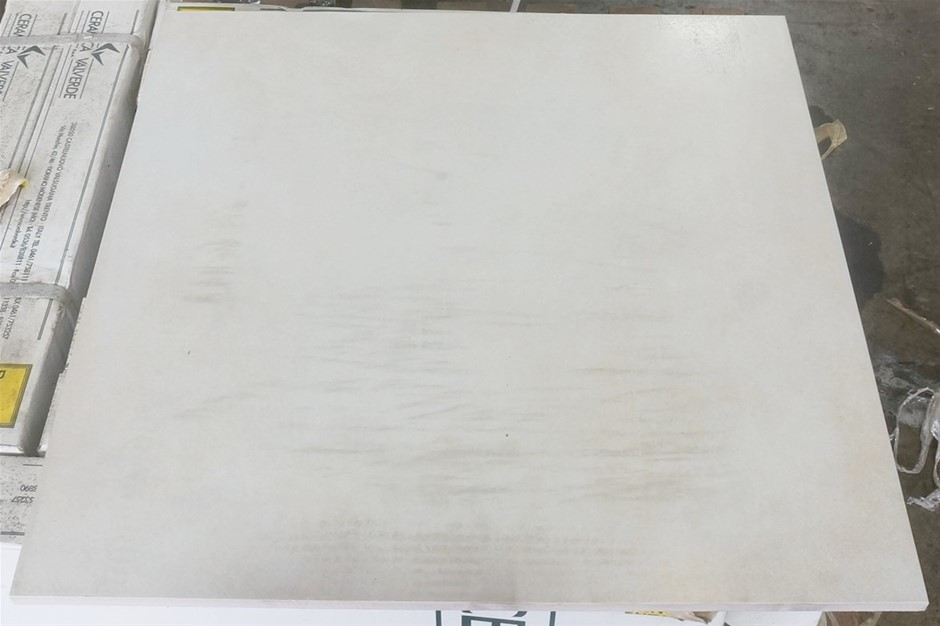 Loft Ivory Semipolished Tiles (K00595) 1 x Pallet of approximately 12m3