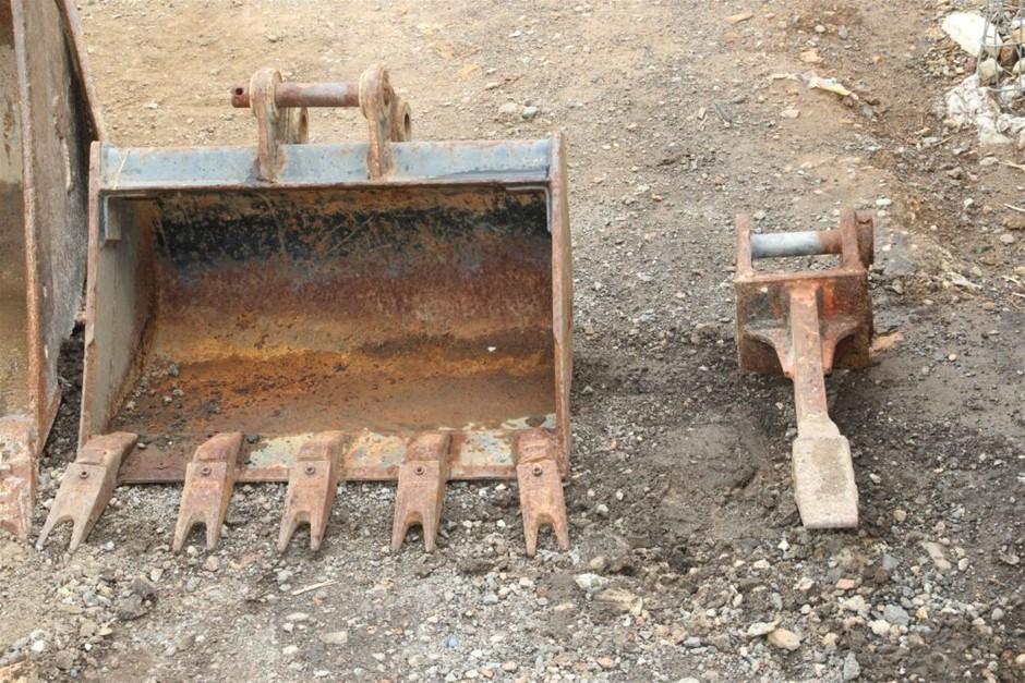 2x 1.6 Tonne Excavator Attachments