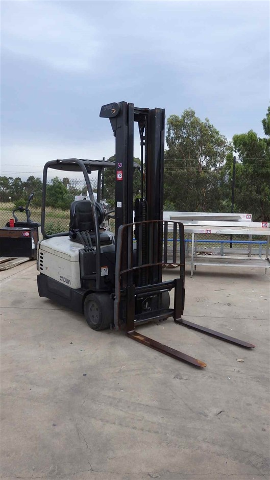 Crown Electric Fork Lift