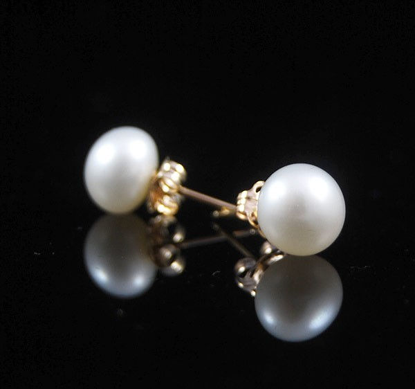 White Natural Freshwater Pearl Gold Stud Earrings