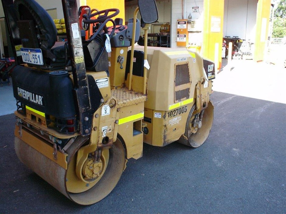 Roller Smooth 2 - 3t - Double Drum - 2011 CATERPILLAR CB22