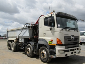 2006 Hino FY 8 x 4 Tipper Truck with Cra