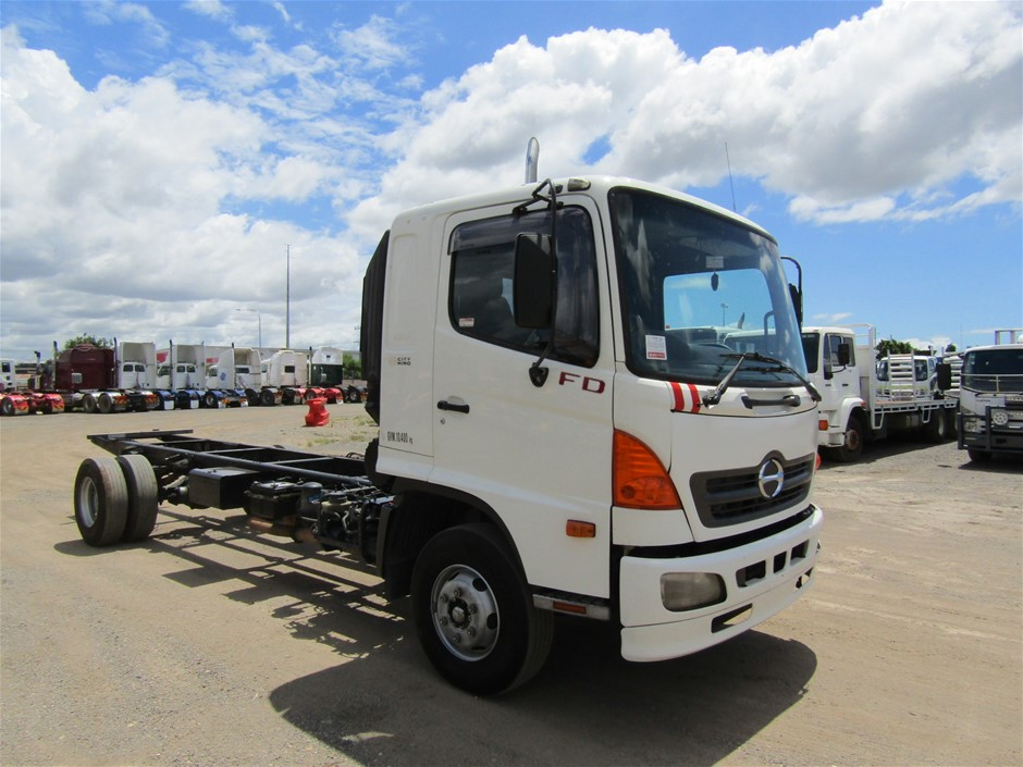 2003 Hino FD1J 4 x 2 Cab Chassis Truck