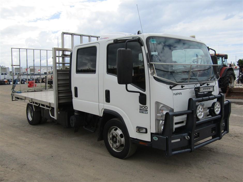 2015 Isuzu NHNPRGBB13 4 x 2 Tray Body Truck