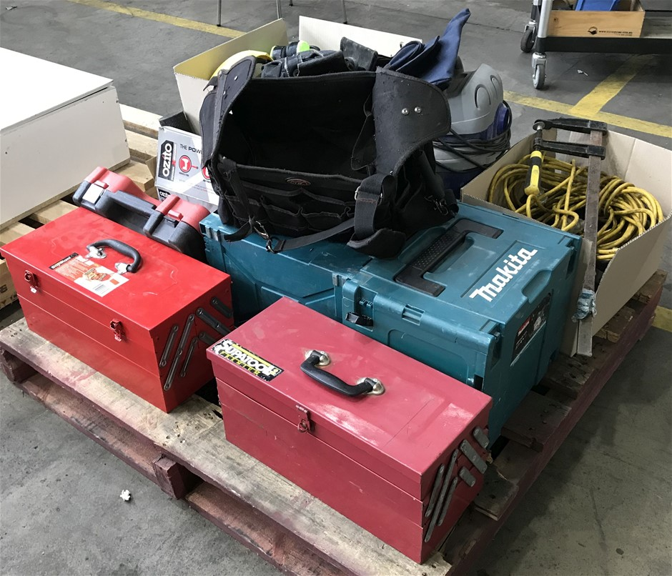 Pallet of assorted items comprising of: Auction (0024 ...