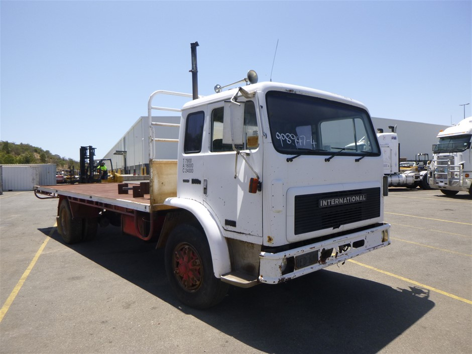1990 International 1850D ACCO 6 x 2 Tray Top Truck