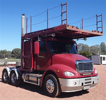 2010 Freightliner Columbia Prime Mover Truck