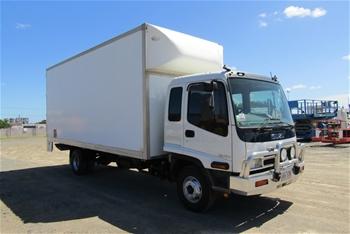 2005 Isuzu FRR500 4 x 2 Pantech Truck