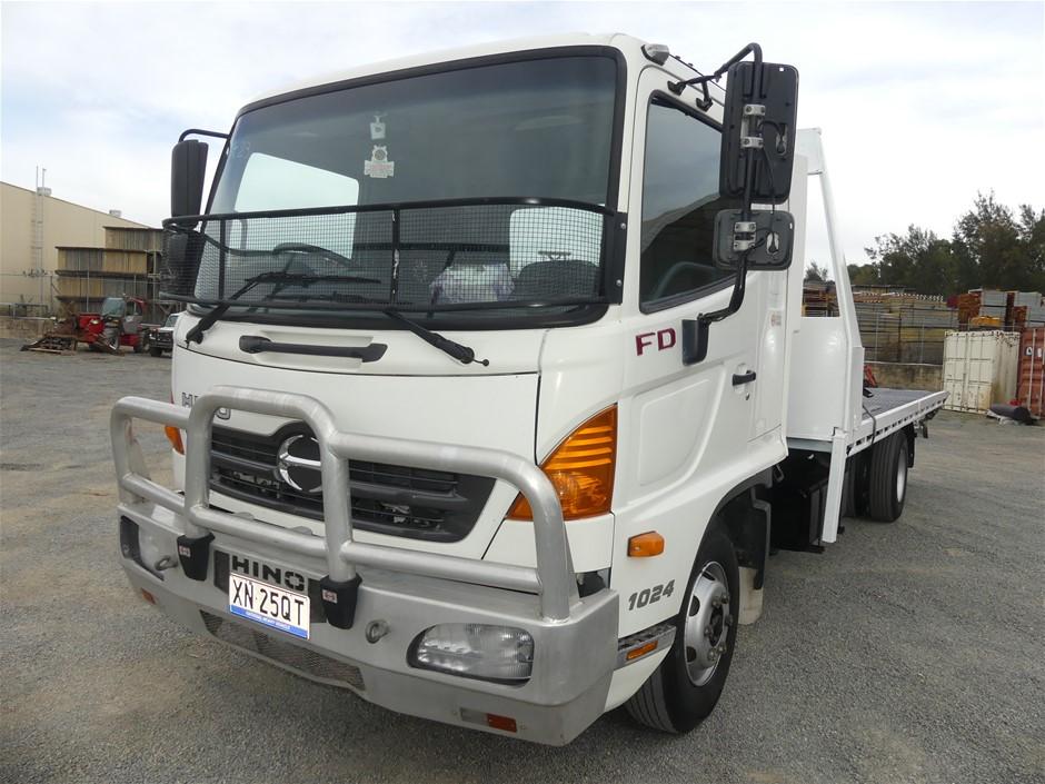 2009 Hino Tow Truck - FD 4 x 2 Tilt Tray Truck