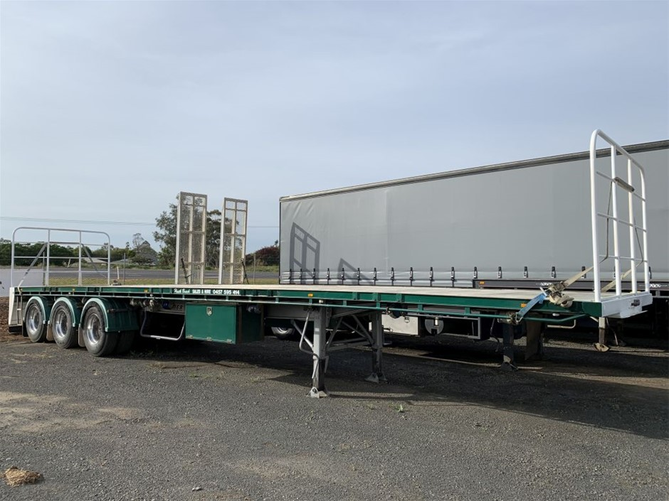 1998 Flat Bed Triaxle Trailer