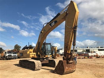 Caterpiller 330D Tracked Excavator with Bucket