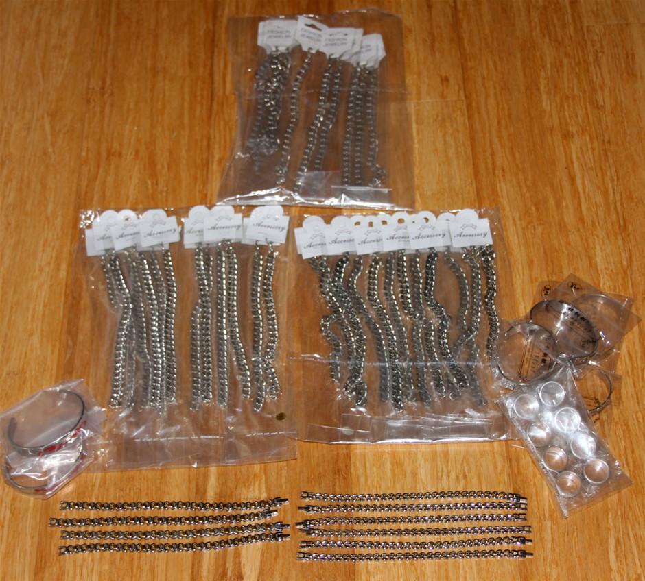 Bulk lot of fashion jewellery, bracelets, rings