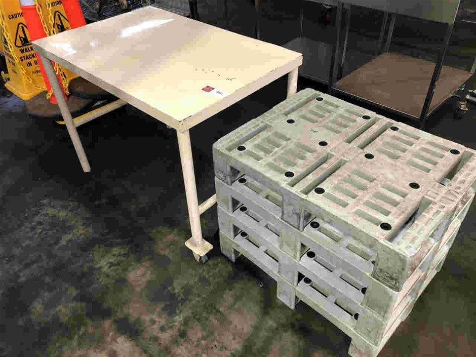 Qty 4x Mini Pallets & Table
