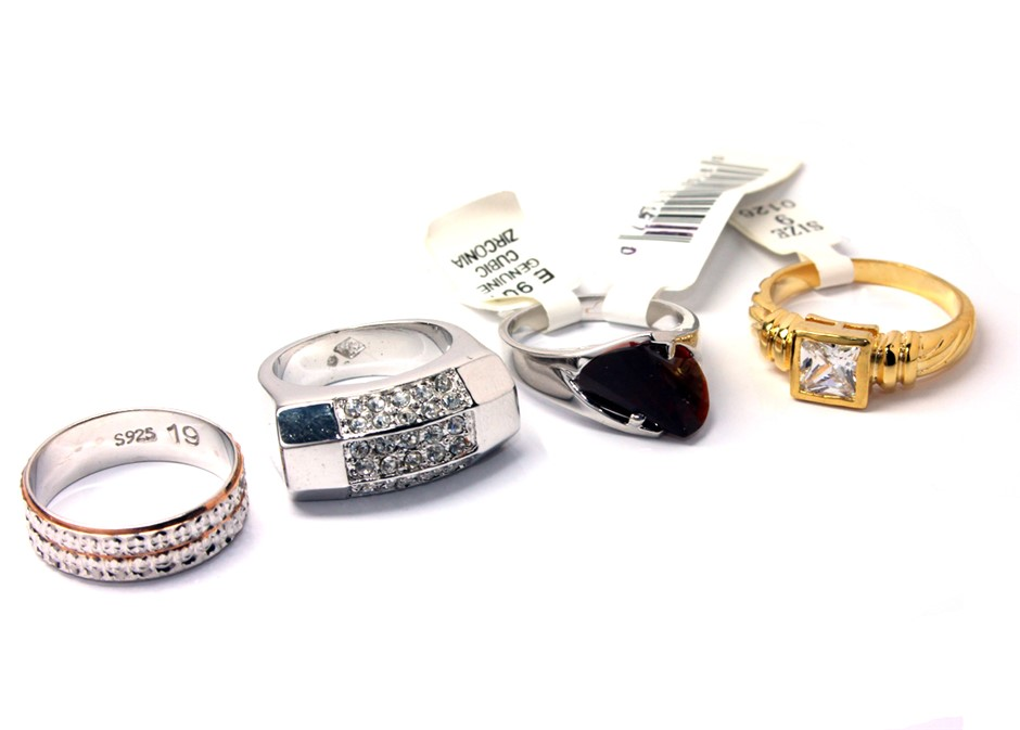 Set of 4 ladies fashion rings
