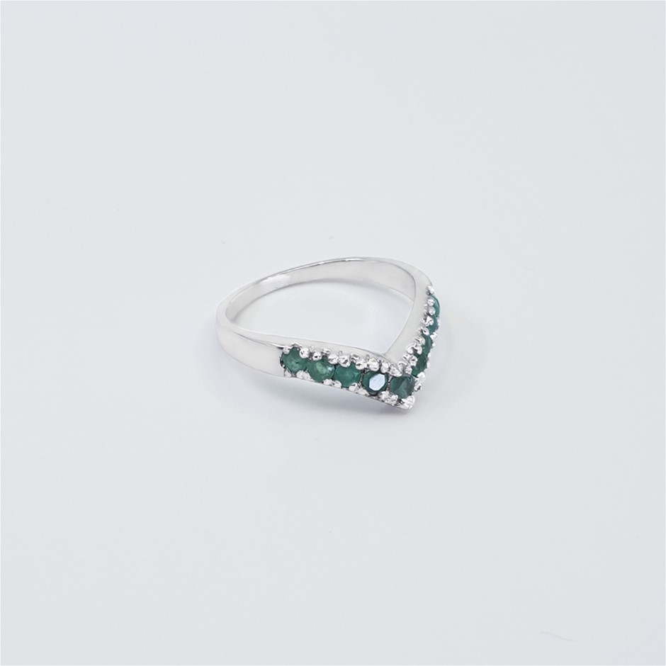 Elegant 925 Sterling Silver Emerald Ring