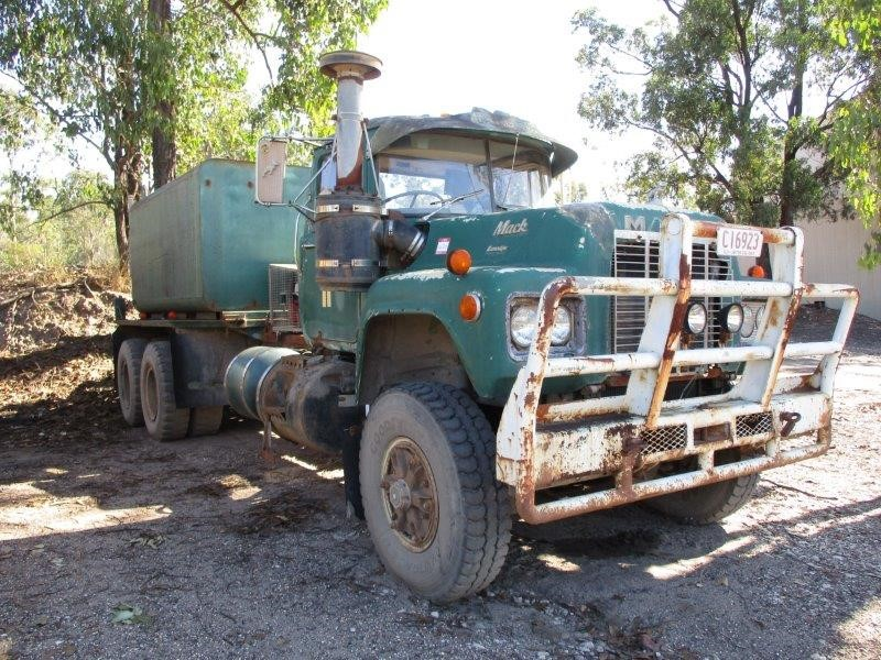 1985 Mack 6 x 4 Water Truck