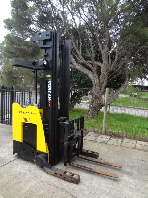 2012 Hyundai 15 BRP - 7 Ride On 1361 kg Lift Capacity Electric Reach Truck
