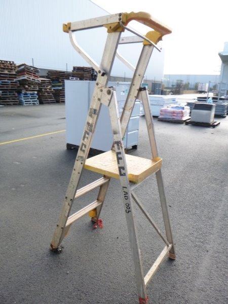 Qty 1 x Bailey 850mm Platform Step Ladder